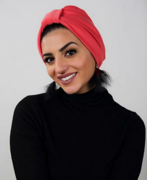 Les Daily turbans sont des créations de turbans pour les femmes en recherche de beaux volume, tout en convenant à tous les tours de tête. Votre look est métamorphosé, en un rien de temps, en une reine enturbannée. Que l'effet soit sophistiqué ou trendy, le Daily Turban est à enfiler comme un chapeau. Indémodable et universelle, à toutes époques et en tous lieux, le turban fait de vous une vraie cosmopolitaine !