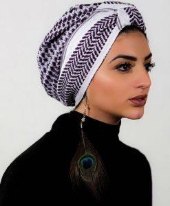 Purple Your style ! Avec le Crescent Moon Prune, le turban tendance !