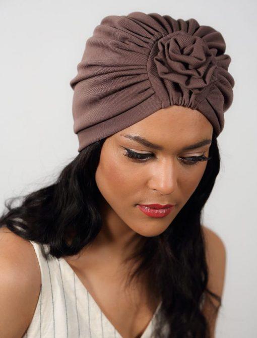 Turban Warda Deep Taupe. Préferez une couleur discrète et glamour !